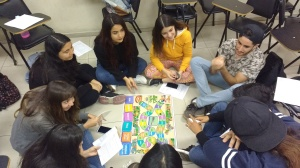 Group playing De la semilla al plato